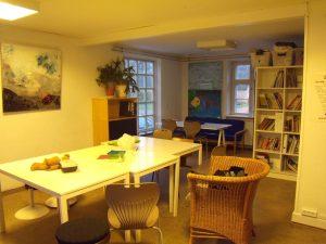 Salle collective où sont donné des ateliers surtout disponible pour les plus jeunes.